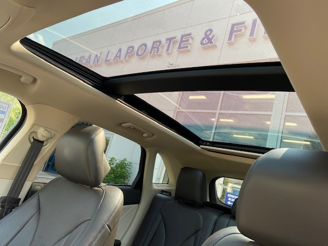 Lincoln MKC 2015 Inside middle arm rest compartment