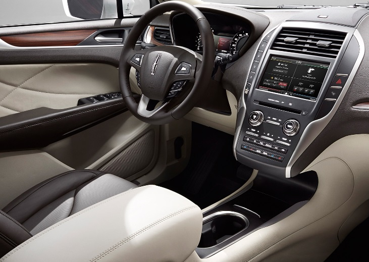 Lincoln MKC 2015 Rear passenger middle view